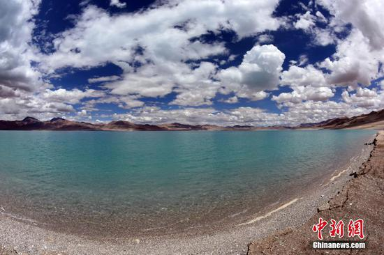Chinese scientific expedition team completes second lake sampling in Tibet