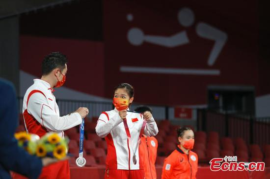 Chinese pair win table tennis mixed doubles silver at Tokyo Olympics