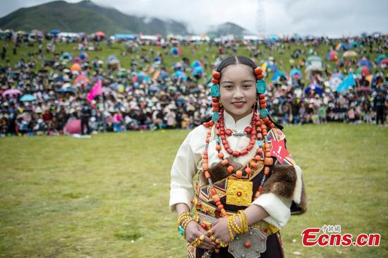 Herders show their costumes, talents at competition in Tibet