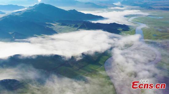 Magnificent sea of cloud scenery appears in Bayanbulak Grassland