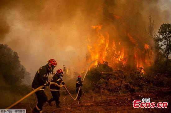 Massive forest fire ravages 2nd largest island in Greece