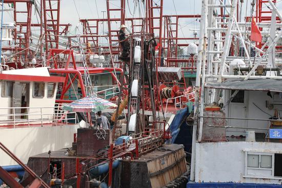 Fishermen prepare for new fishing season in South China Sea