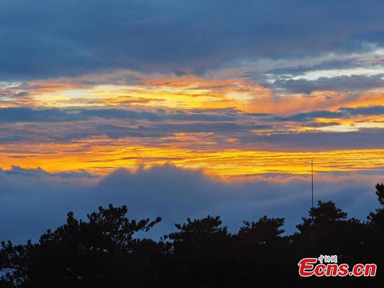 Enchanting sunset scenery of Mount Huangshan in E China's Anhui