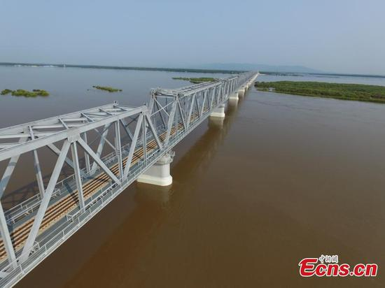Track-laying of first China-Russia cross-river railway bridge completed