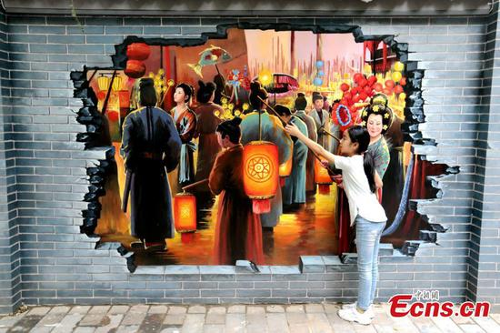 Murals featuring ancient Chinese elements attract visitors to Xi'an