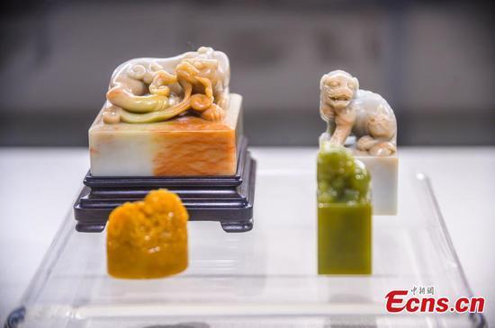 Cross-strait seal carving exhibition held in Fuzhou