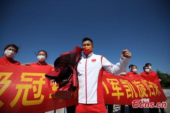 Olympic weightlifting champion Lu Xiaojun backs to Tianjin with honor