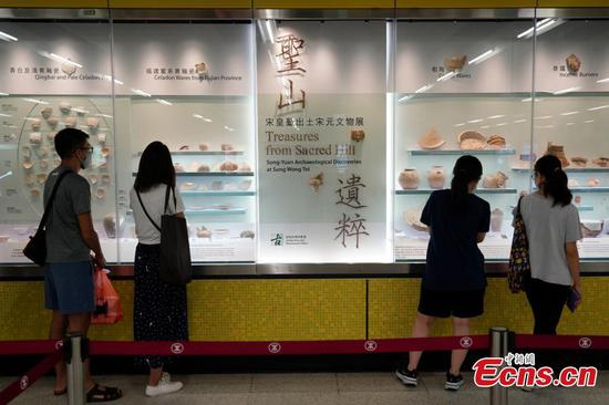 Hong Kong holds cultural relics exhibition in MTR station for first time