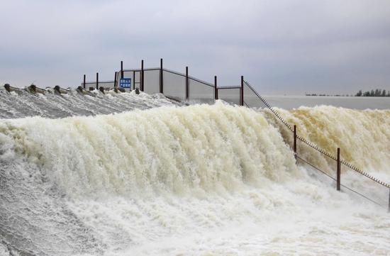Spectacular waterfall at Daicun Dam in Shandong