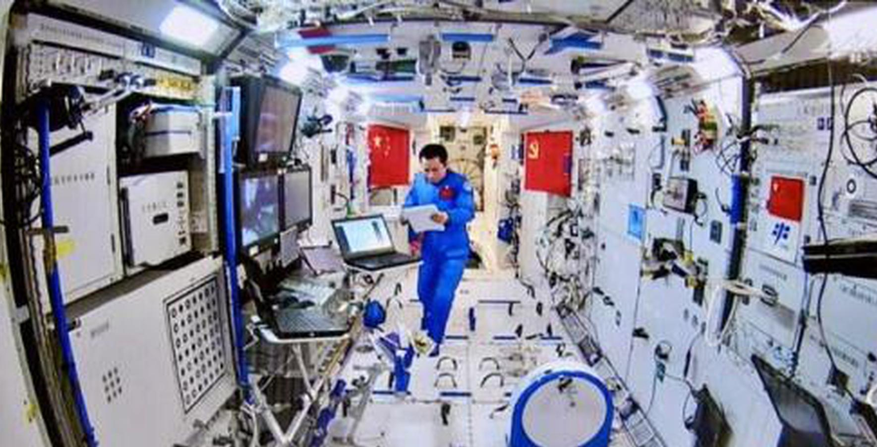 Chinese astronauts answer HK students questions from space