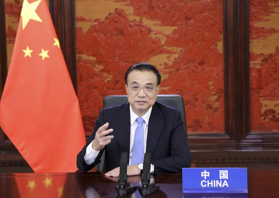 Chinese premier stresses achieving harmony between humanity and nature