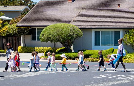 Children go out with their teachers in San Francisco, California, the United States, June 15, 2021. (Photo by Dong Xudong/Xinhua)