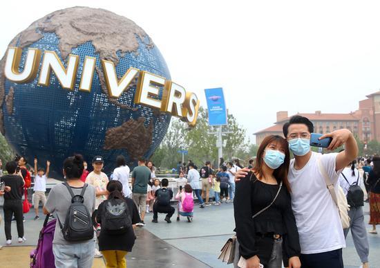Universal Beijing Resort attracts visitors during trial run