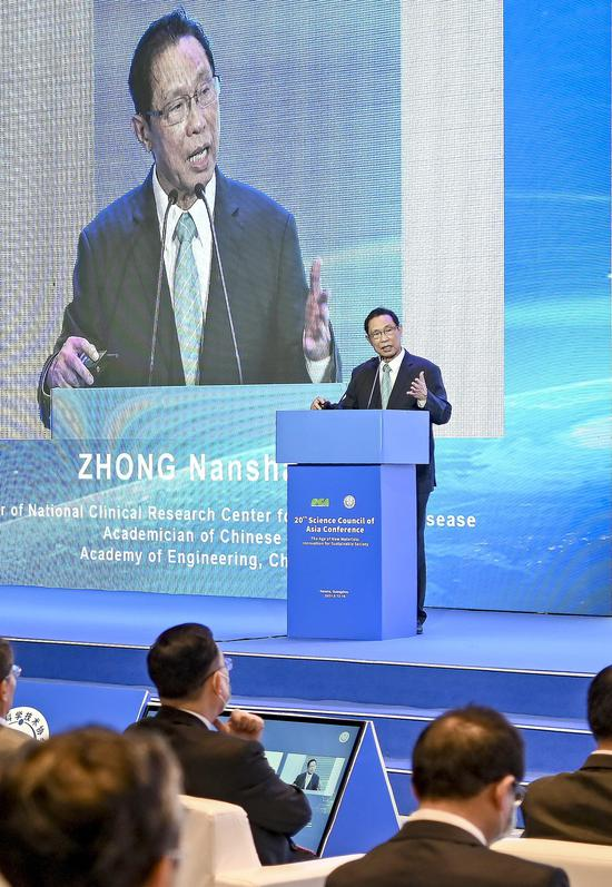 Zhong Nanshan delivers a speech at the 20th Science Council of Asia Conference in Guangzhou, Guangdong province, on May 13. CHEN JIMIN/CHINA NEWS SERVICE