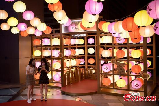 Lantern show held in HK to celebrate upcoming Mid-Autumn Festival