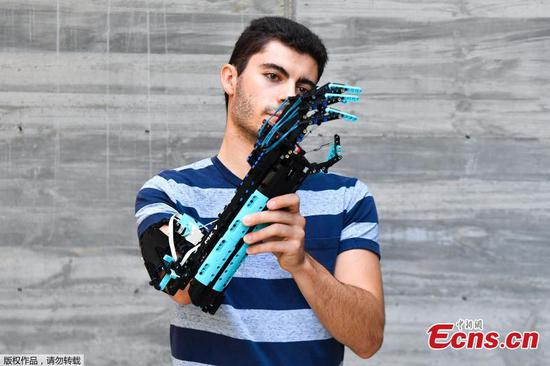 Spanish man assembles prosthetic arm with Lego pieces