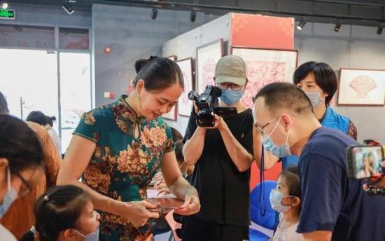 Papercut experience class popular in Guangdong
