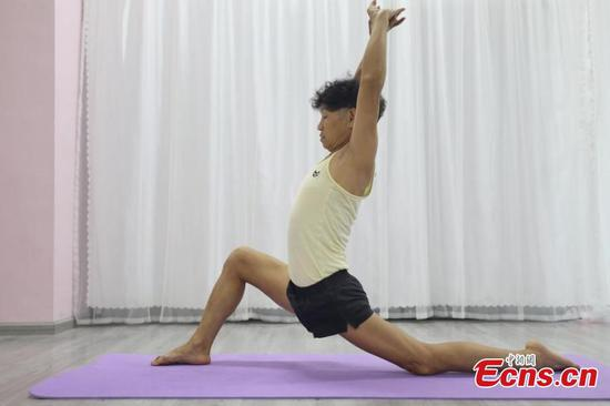 Septuagenarian from Guizhou obsessed with pole dancing