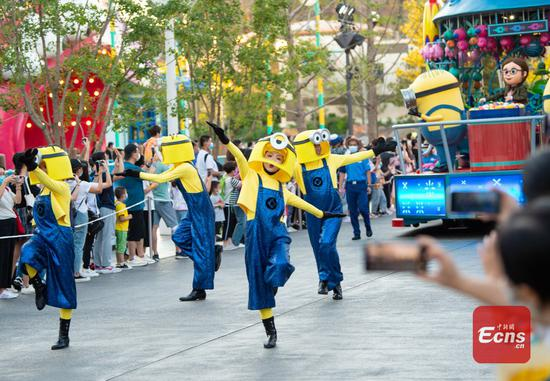 Actors perform during a parade at the Universal Beijing Resort in Beijing, capital of China, Aug 25, 2021. (Photo/Xinhua)