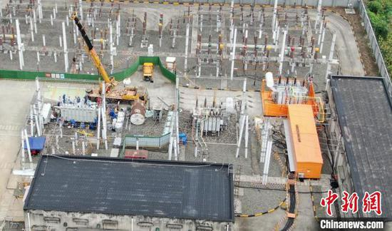 Photo shows the capacity expansion and reconstruction spot of the Xujia Substation. (Photo/China News Service)