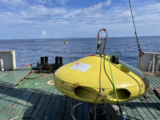 Domestically developed underwater helicopter tested at a depth of 1,000 meters