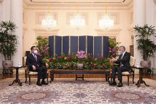 Singaporean Prime Minister Lee Hsien Loong meets with visiting Chinese State Councilor and Foreign Minister Wang Yi in Singapore, Sept. 14, 2021. (Photo: Xinhua/Then Chih Wey)