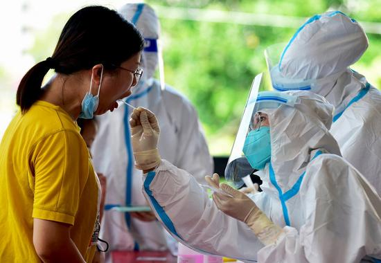 A health worker collects swab sample from a resident for nucleic acid testing in Xianyou County, Putian City, southeast China's Fujian Province, Sept. 16, 2021. (Photo: Xinhua/Wei Peiquan)