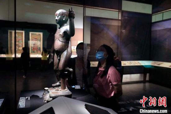 Exhibition featuring traditional Chinese medicine relics kicks off in Chengdu
