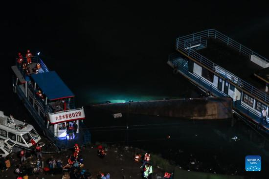 10 dead, 5 missing after passenger ship overturns in SW China