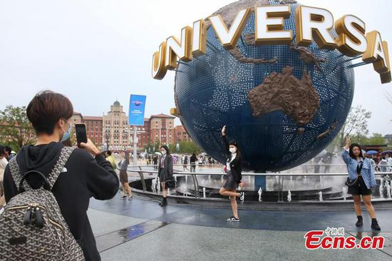 Newly-opened Universal Beijing packed with crowds