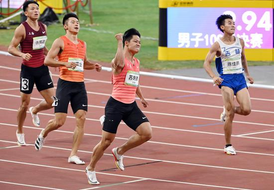 Star runner Su Bingtian claims men's 100-meter sprint title at National Games
