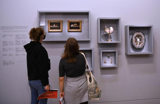 Feature exhibition collections hits in the Louvre in France