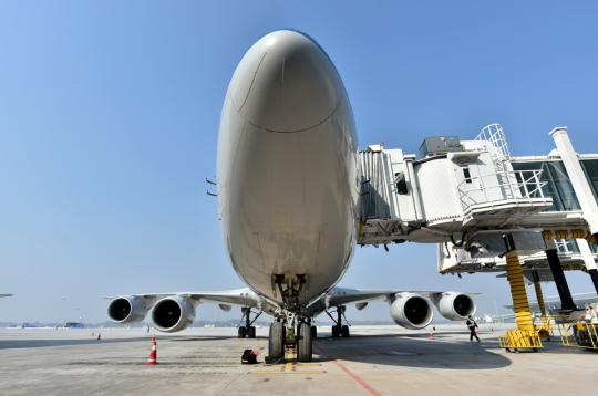 A Boeing aircraft docks at Chengdu Tianfu International Airport in Sichuan province in January. (Photo/China Daily)