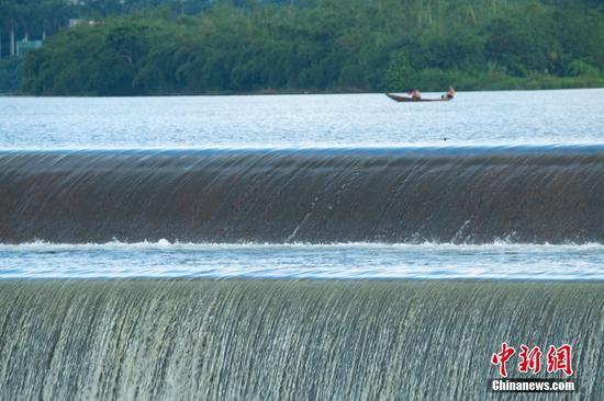 Magnificent waterfall appears on Hainan's dam