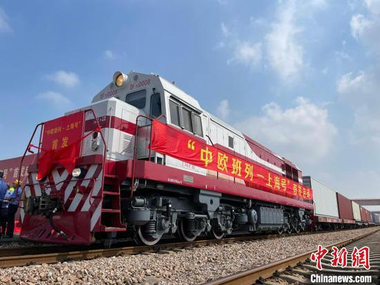 Shanghai Express, the first cross-border railway service between Shanghai and Europe, departs for Hamburg, Sept. 28, 2021. (Photo/China News Service)