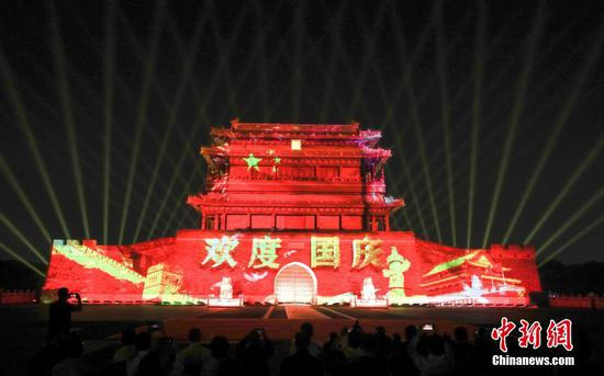 Spectacular light show staged in Beijing as National Day approaches