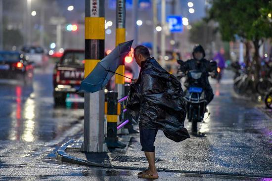 Typhoon Lionrock hits Hainan with rainstorm