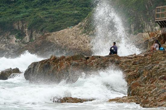 Hong Kong issues No 8 signal as Typhoon Kompasu approaches