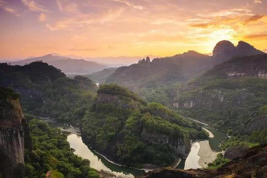 China formally establishes first national parks