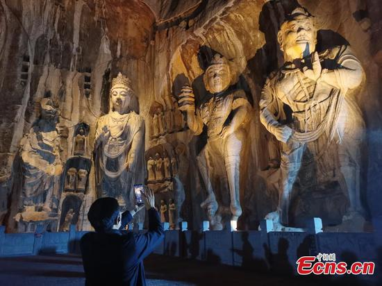 Fascinating night view in Longmen Grottoes attracts tourists