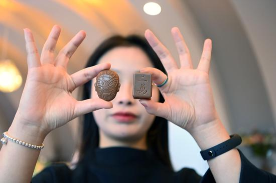 Chocolate with Sichuan features attracts buyers