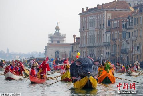 资料图:威尼斯水上狂欢节。