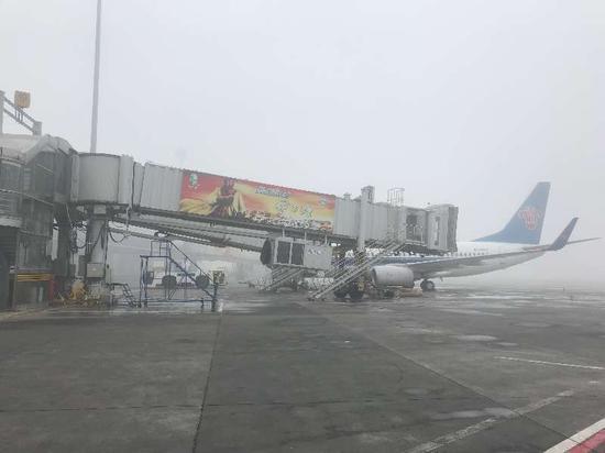 3月14日,乌鲁木齐国际机场启动大面积航班延误黄色应急响应。