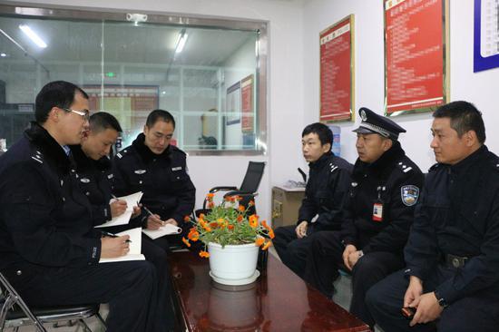 """监区领导经常为重庆援疆民警 """"开小灶"""""""