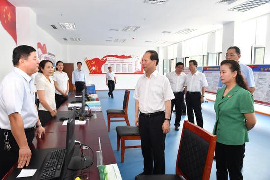 8月8日,石泰峰来到自治区退役军人事务厅,调研机构改革、人员整合、业务布局开展等情况。