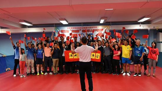 比赛结束后,全体队员和观众,包括桂大使和叶会长一起唱《我的亚星心》以庆祝中华人民共和国建国70周年。