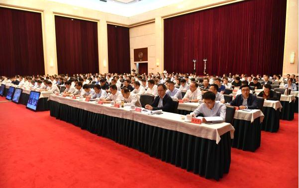 """9月10日,全区""""不忘初心、牢记使命""""主题教育第一批总结暨第二批部署会议在银川举行。"""