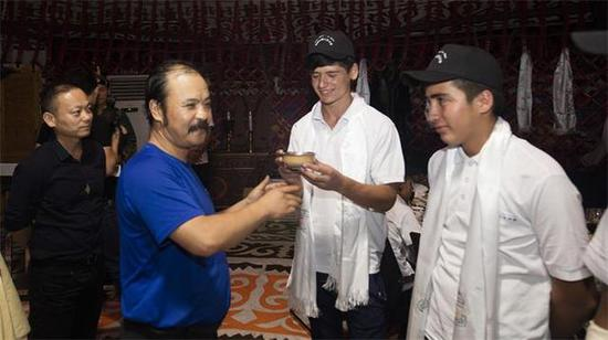 塔吉克斯坦學生抵達野馬集團
