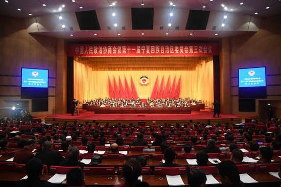 1月14日上午,中国人民政治协商会议第十一届宁夏回族自治区委员会第三次会议圆满完成各项议程,在宁夏人民会堂闭幕。