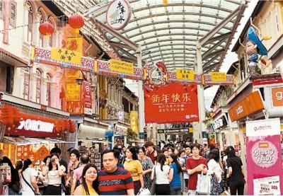 """洋溢着春节气氛的新加坡唐人街""""牛车水""""喜迎中国游客。记者 赵珊 摄"""